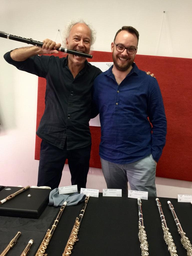 Prof. Felix Renggli, com a sua flauta Powell em Grenadilla, e o Daniel Sharp da Powell Flutes, Paris