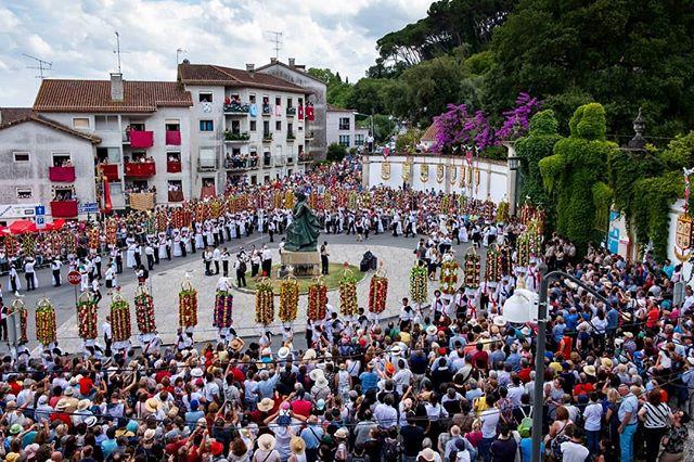 Festa dos Tabuleiros, em Tomar, uma das festas mais tradicionais e cheias de vida da Região de Leiria. Comemorada de 4 em 4 anos, nunca perde a sua força e tradição. #slideshowpt #festadostabuleiros2019 #tabuleiros #tomar #portugal