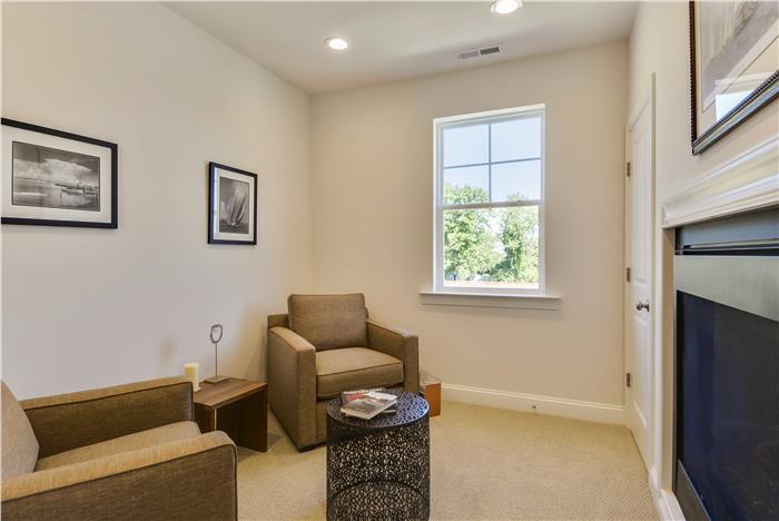 Upper-Level-Sitting-Room-_DSC8667.jpg