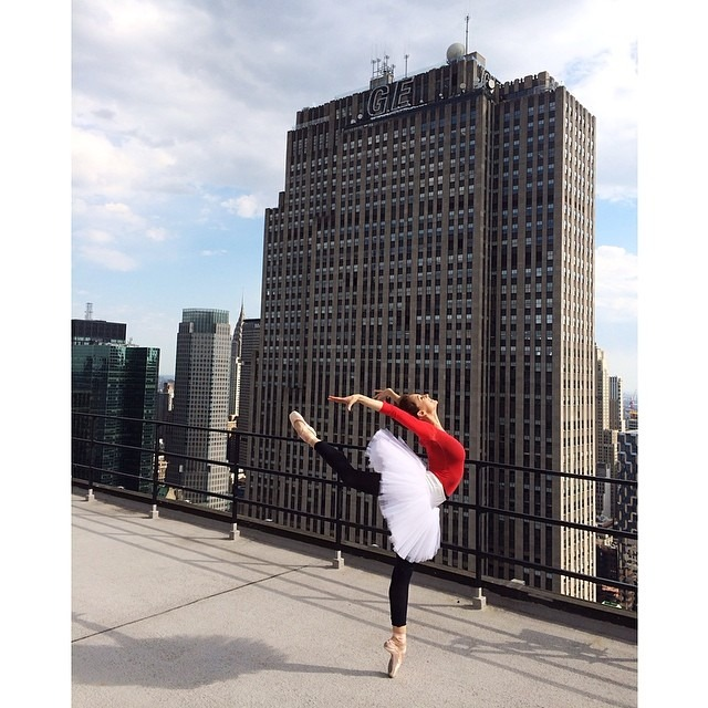 Monday in NY - the talented @laurenlovette dancing on a rooftop #nbd #ballet #dance #nyc #rooftop #vscocam #vsco #laurenlovette
