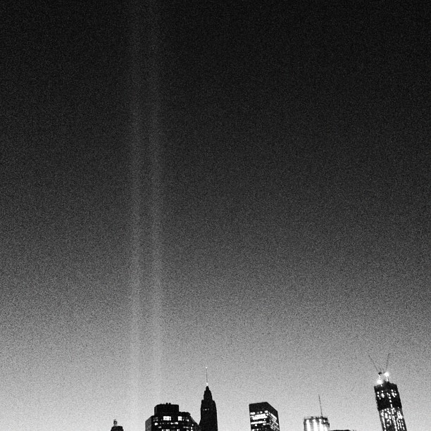 New Yorkers, look at the Tribute in Light at the WTC to honor those that were lost on 9/11 and those that worked so hard to get our city through that terrible trial. (Taken with  Instagram  at Brooklyn Bridge Park - Pier 1)