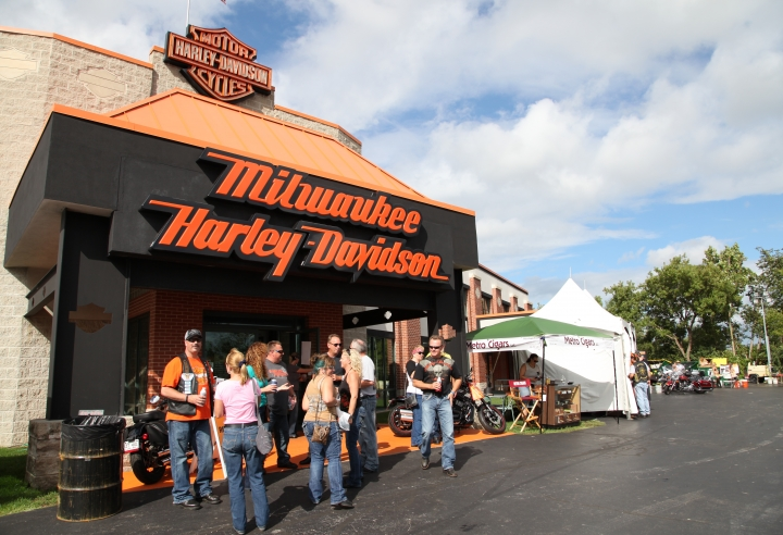 MILWAUKEE HARLEY-DAVIDSON   11310 W. SILVER SPRING ROAD MILWAUKEE, WI 53225