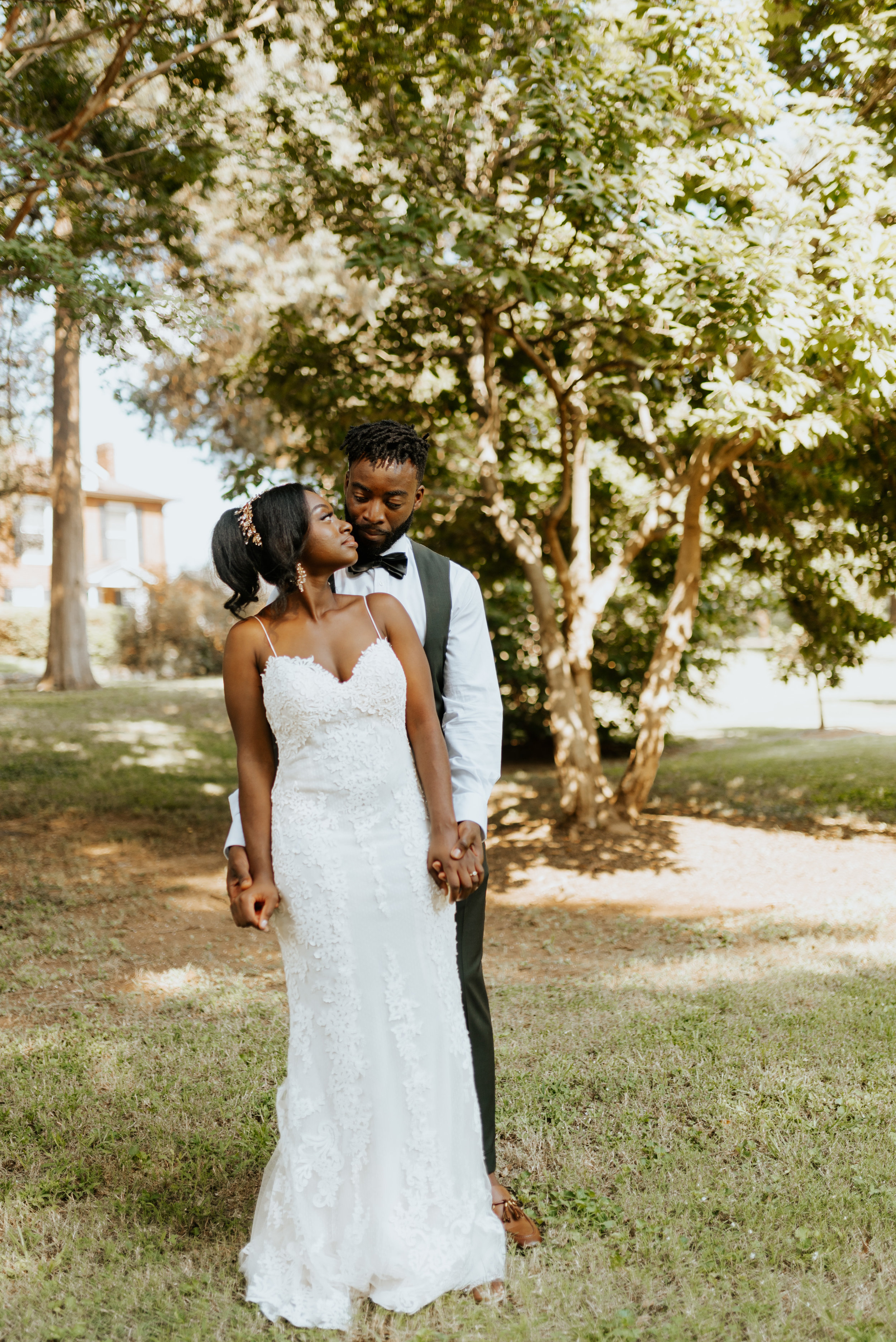 Weddings +elopements. -