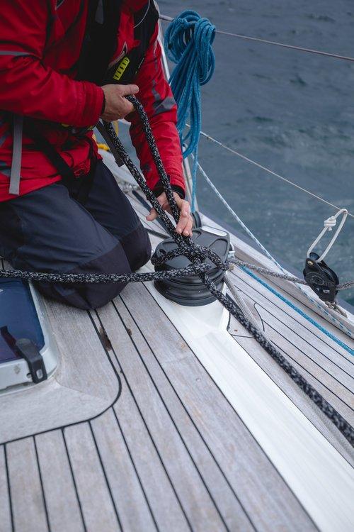 matelot sur le bateau