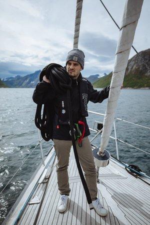 matelot sur le voilier