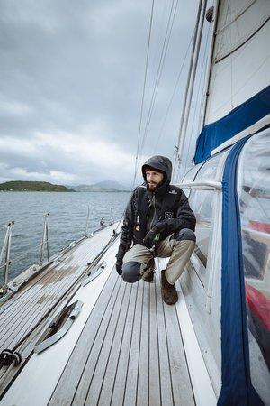 Sébastien sur le pont du voilier