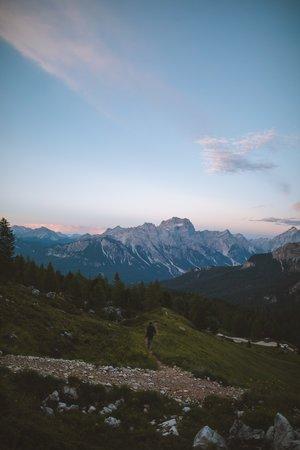 seb marche vers montagne rose