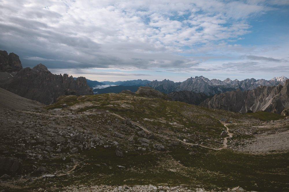 sentier de marche dolomiti