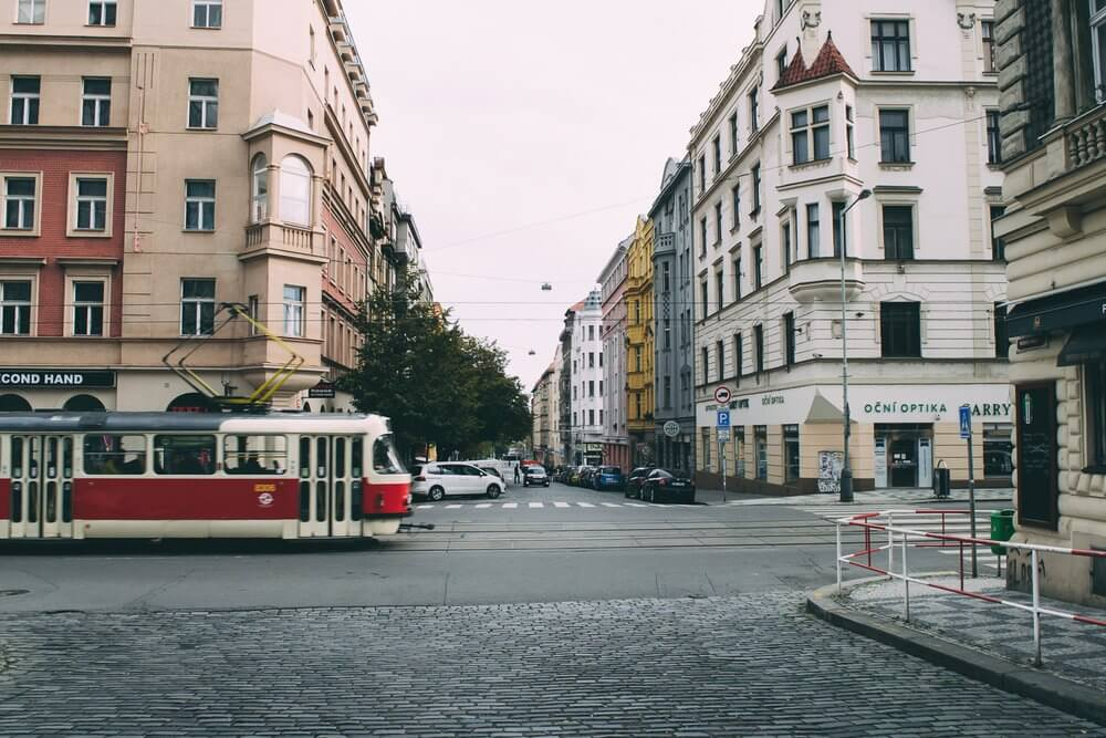 tramway dans le centre ville de prague