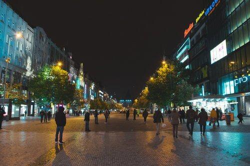 centre ville de Prague la nuit