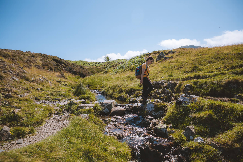 lola traverse une riviere