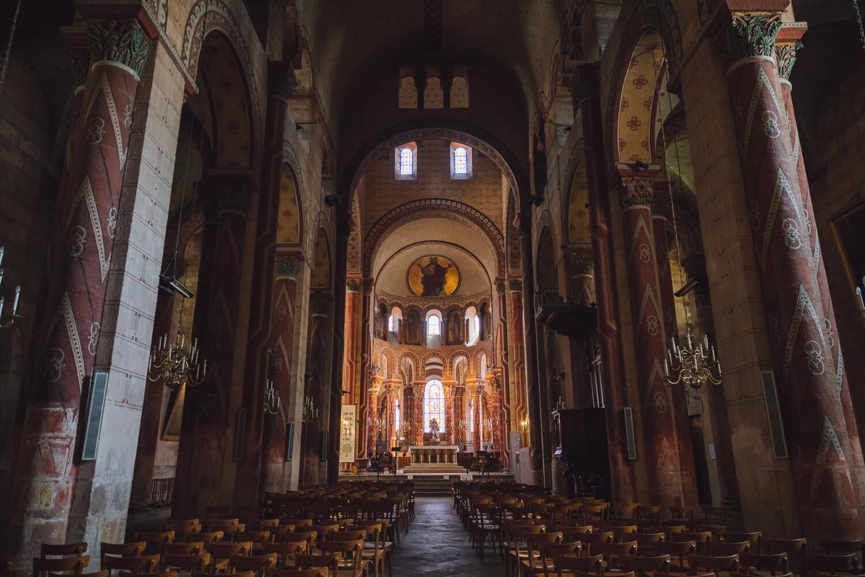 abbatiale saint austremoine allee principale
