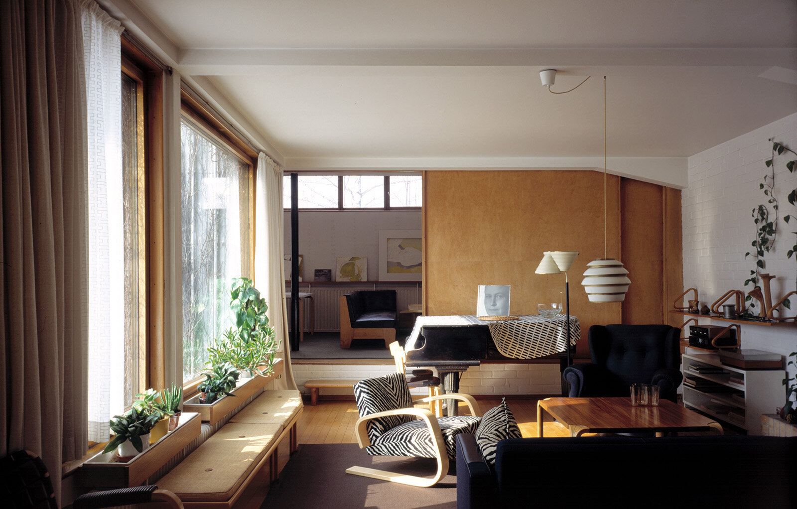 From living room to the studio, The Aalto House (1936)  Photo by: Maija Holma