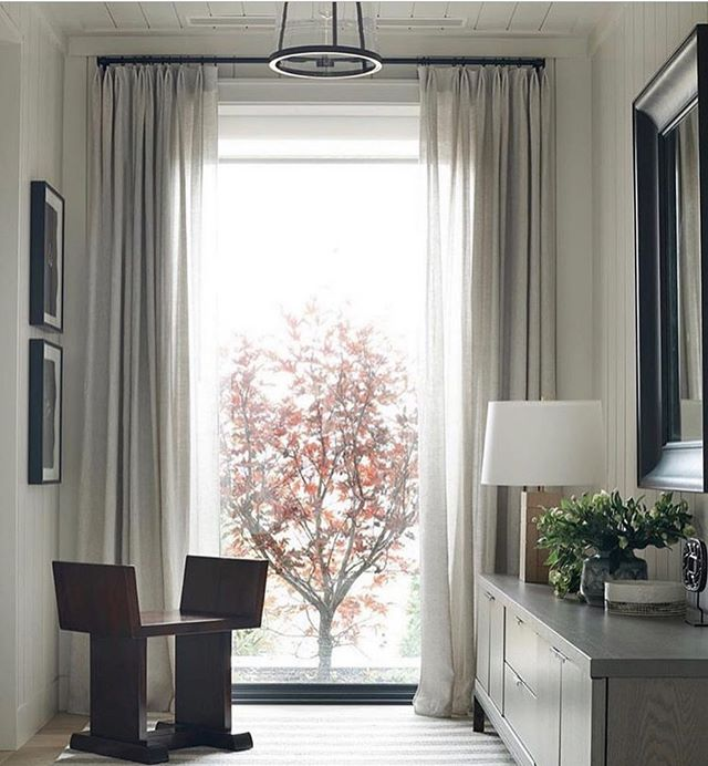 Finally feeling fall slowly creep in and immediately thought of this @victoriahaganinteriors designed moment. The mood, shapes, colors, and textures, inside and outside, have such an strong, yet understated interplay. || #interiordesign #designinspiration #landscapedesign #balance #frame #scale #mood #fallisfinallyhere