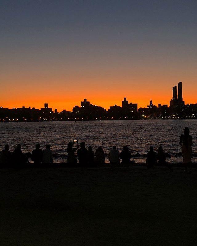 🌆 🌃 #sunset #skyline #shadow #silhouette