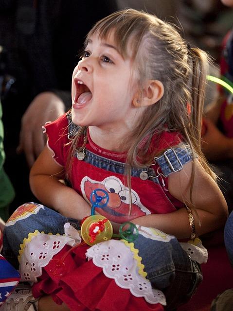 children sing freely