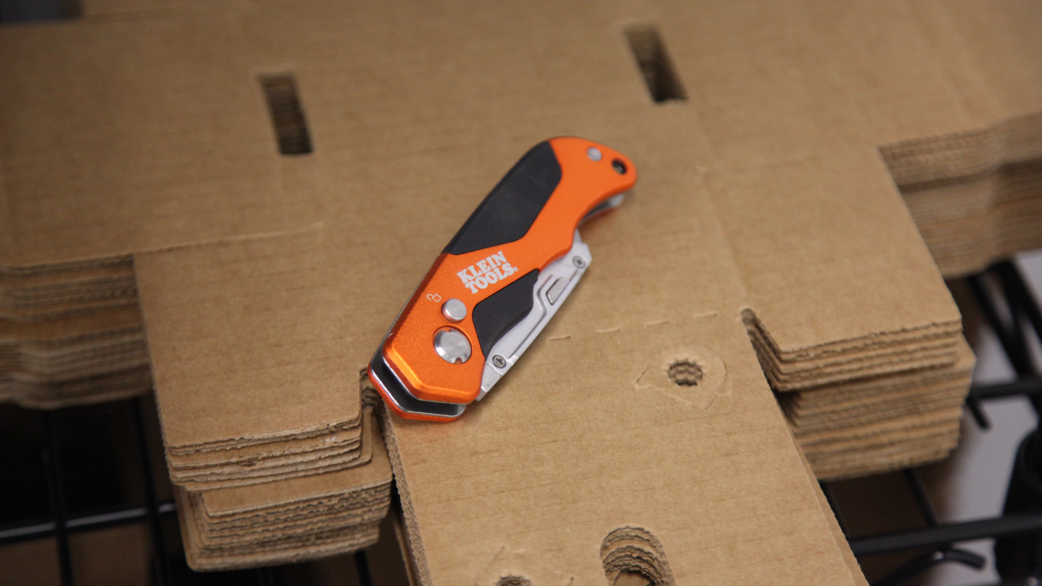 Klein folding utility knife - Secure and great to use.