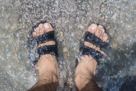 83914268_S_man_water_pool_shower_flip_flops_sandals_clean_wash.jpg
