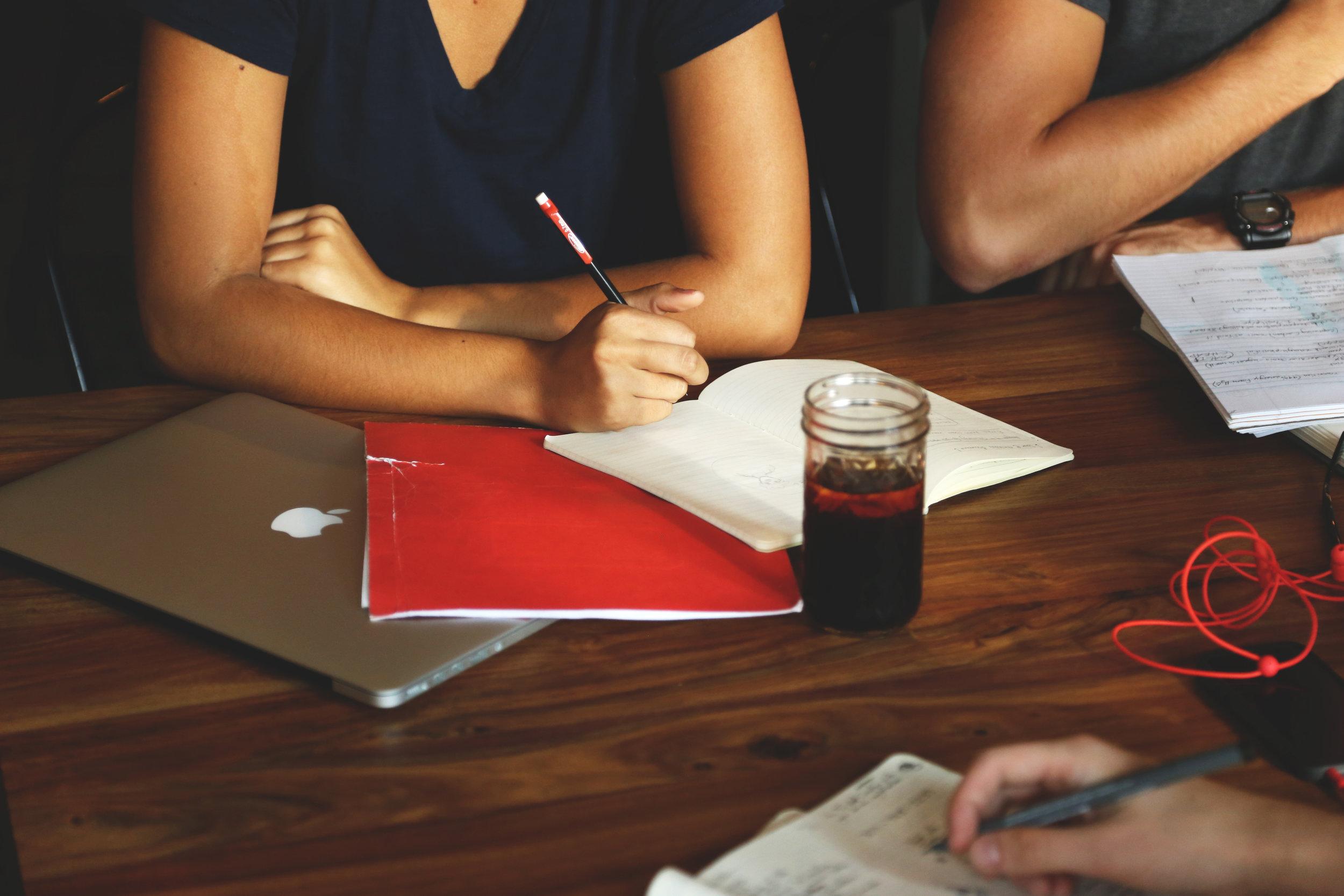 Starting a business checklist for women entrepreneurs. #bloggingbeginners #startups #businesstechnology