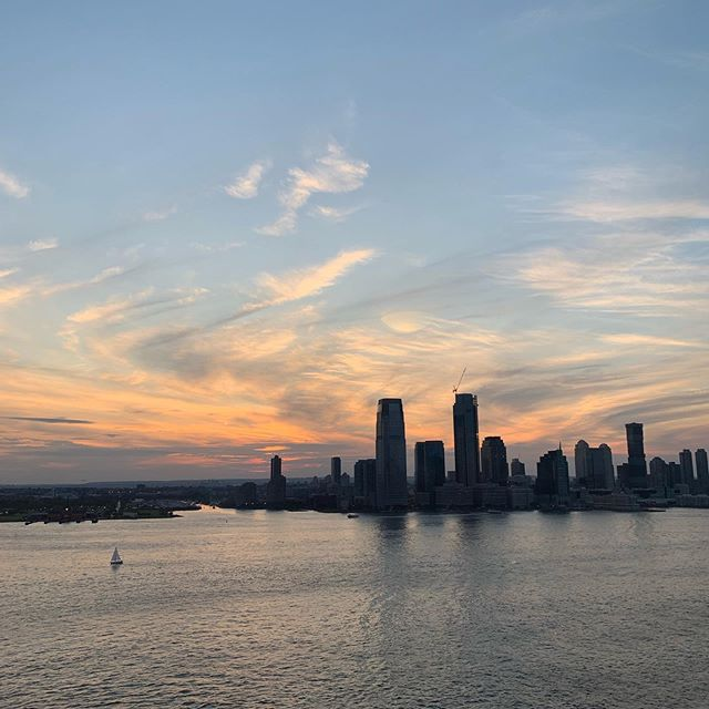 Cooking is better with these sunsets. #nyc #batteryparkcity #hudsonriver  #loveithere