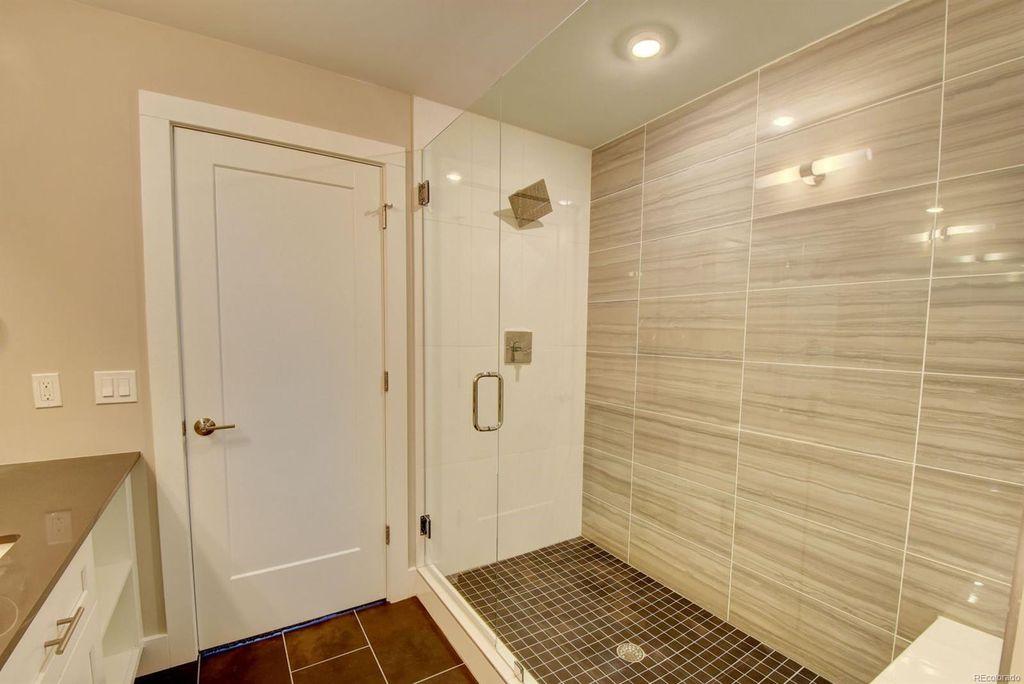 Cherokee Street | Master Bathroom