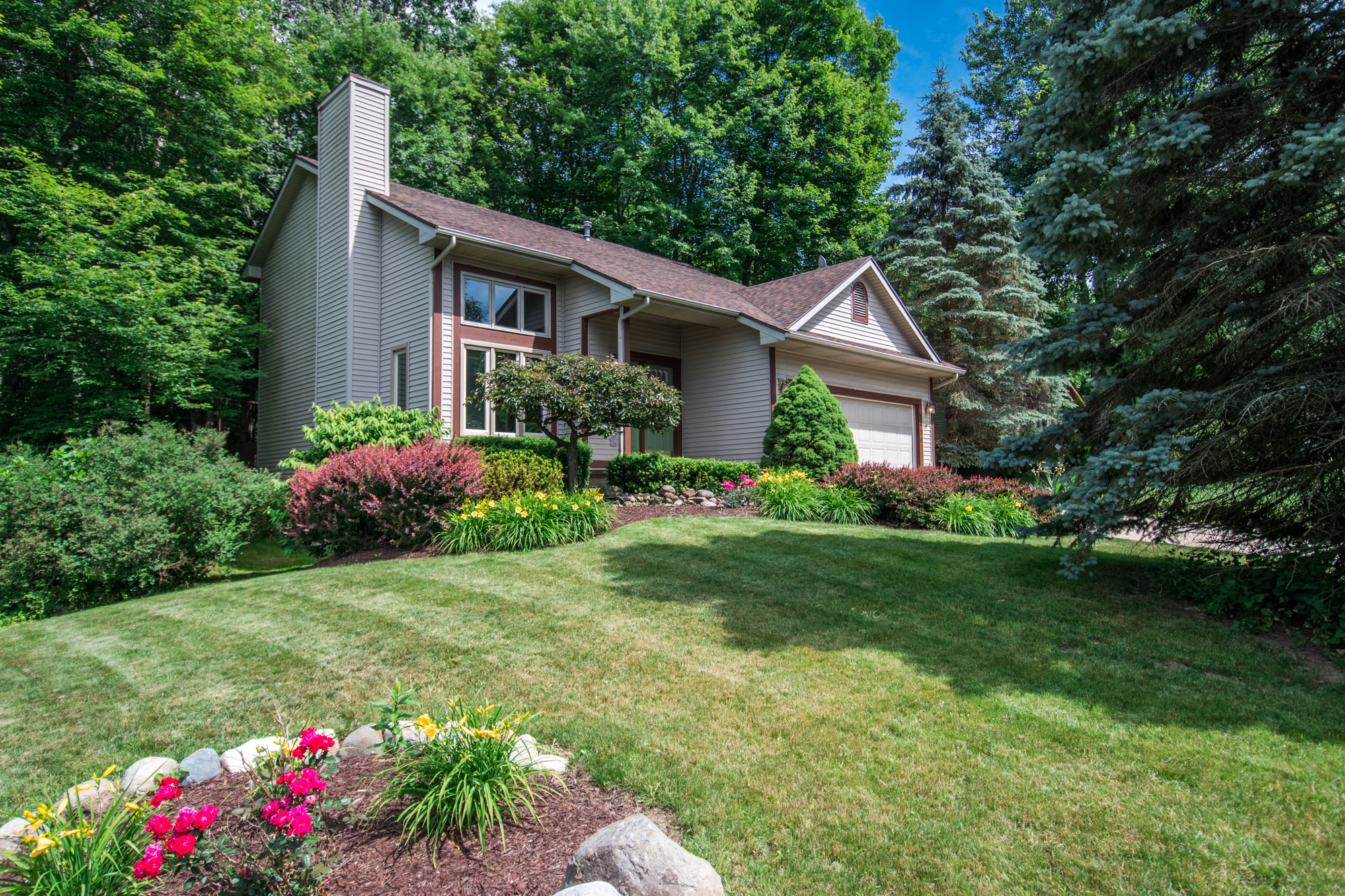 Pocasset Way-Holt-$209,000   DOM (Days on Market) 18 / Sold for 99.5% of asking price.   This client wanted to move closer to work to cut down on drive time. We aggressively marketed this home and had 9 showings until we got our acceptable offer!