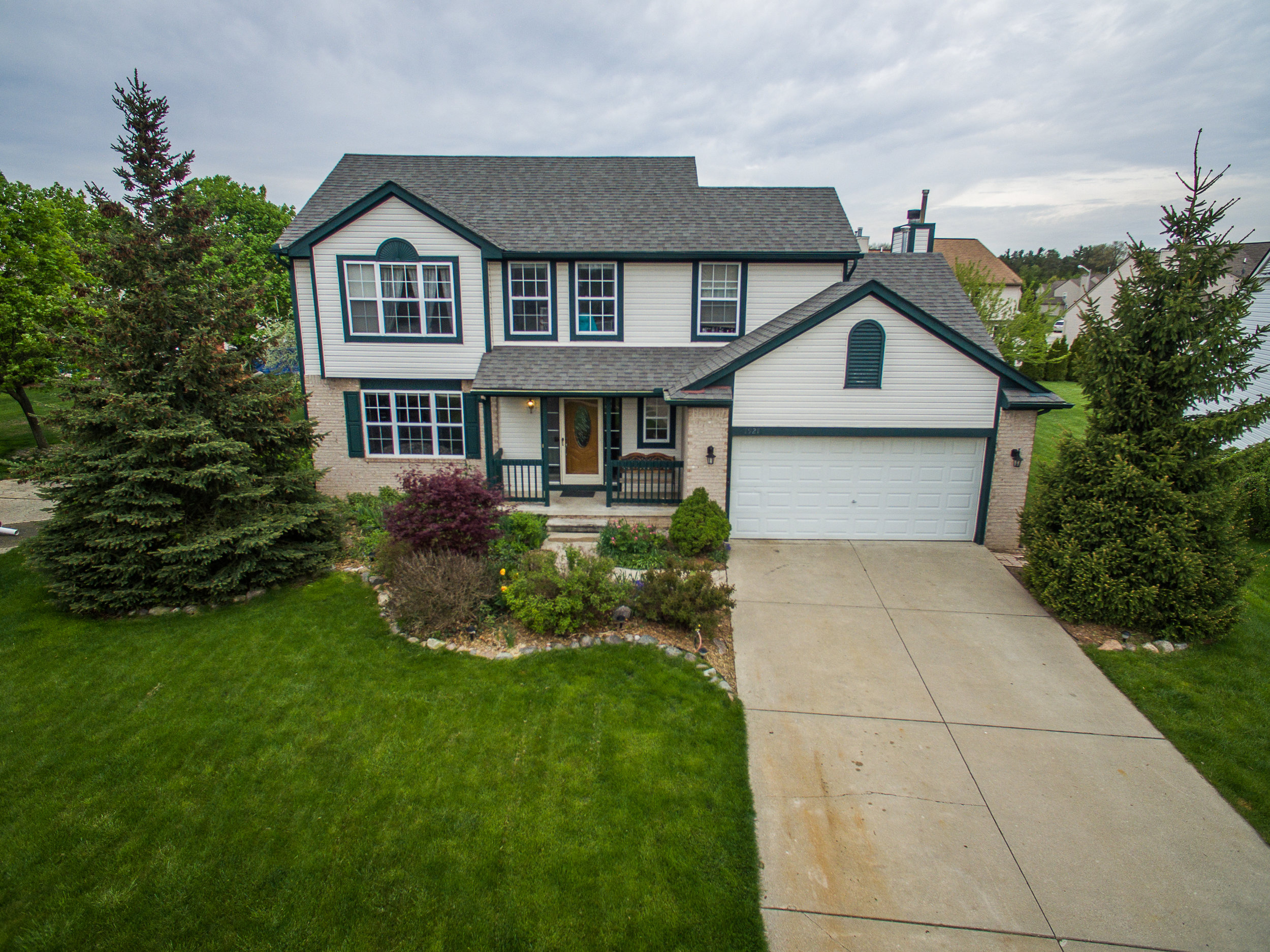 Oak Squire- Howell - $208,000   DOM 21 / Sold for $9,000 over asking price / 10 Showings