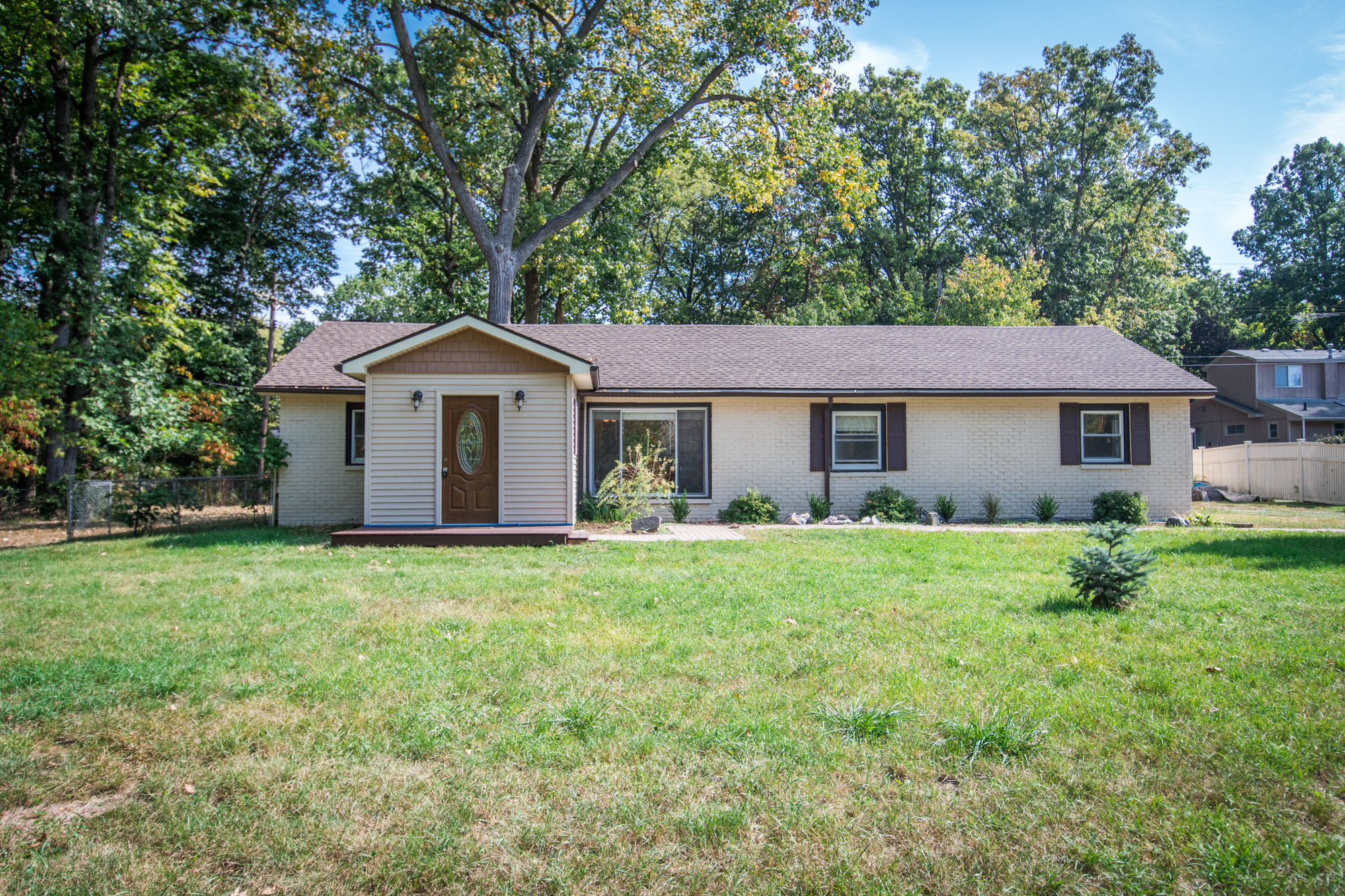 N. Crest Lane- South Lyon - $233,000   DOM 76 / Sold for 99% of asking price / 29 Showings