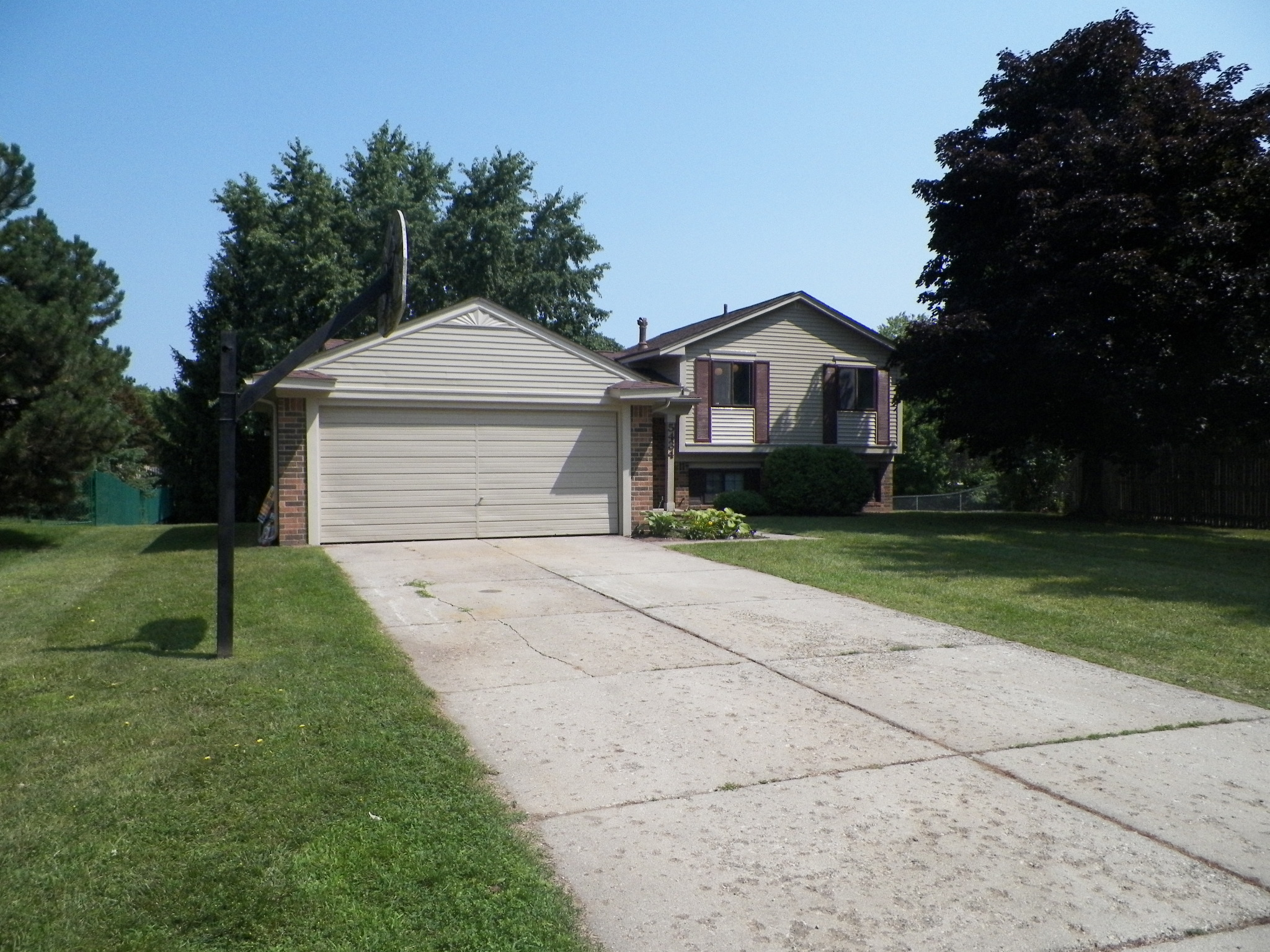 Pheasant Run- Clarkston - $164,000   DOM 56 / Sold for $4,000 over asking price / 27 Showings