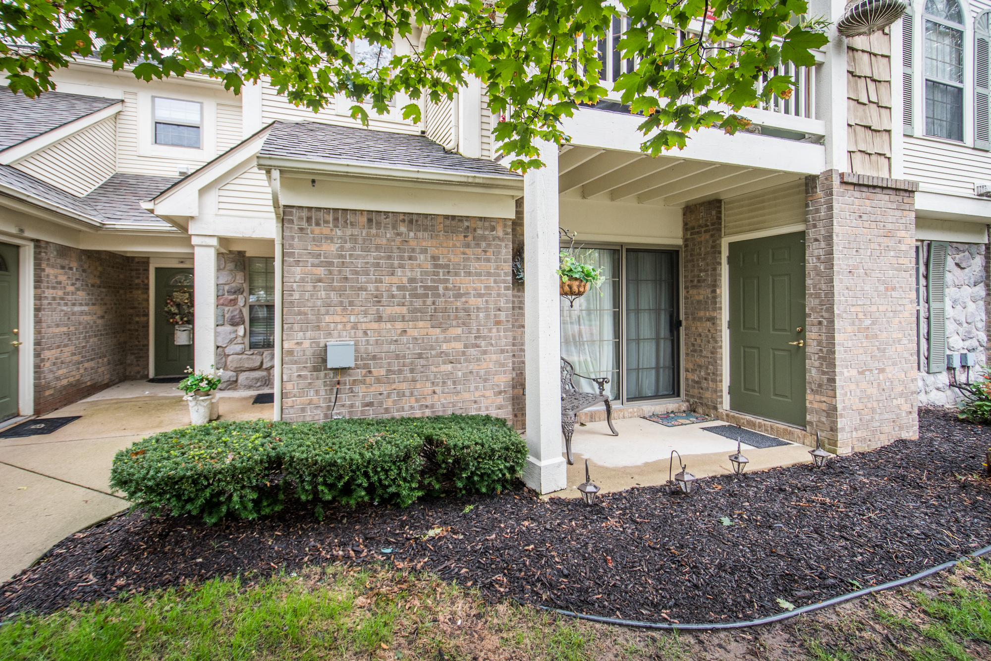 Maplewood Court- South Lyon - $89,900   DOM 22 / Sold for 100% of asking price / 14 Showings