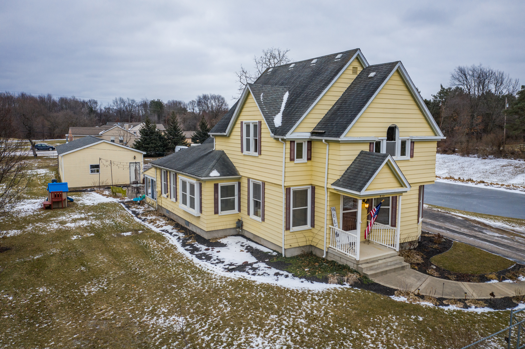 S. Tipsico Lake, Milford - $305,000   DOM 117 / Sold for 95% of asking price / 38 Showings