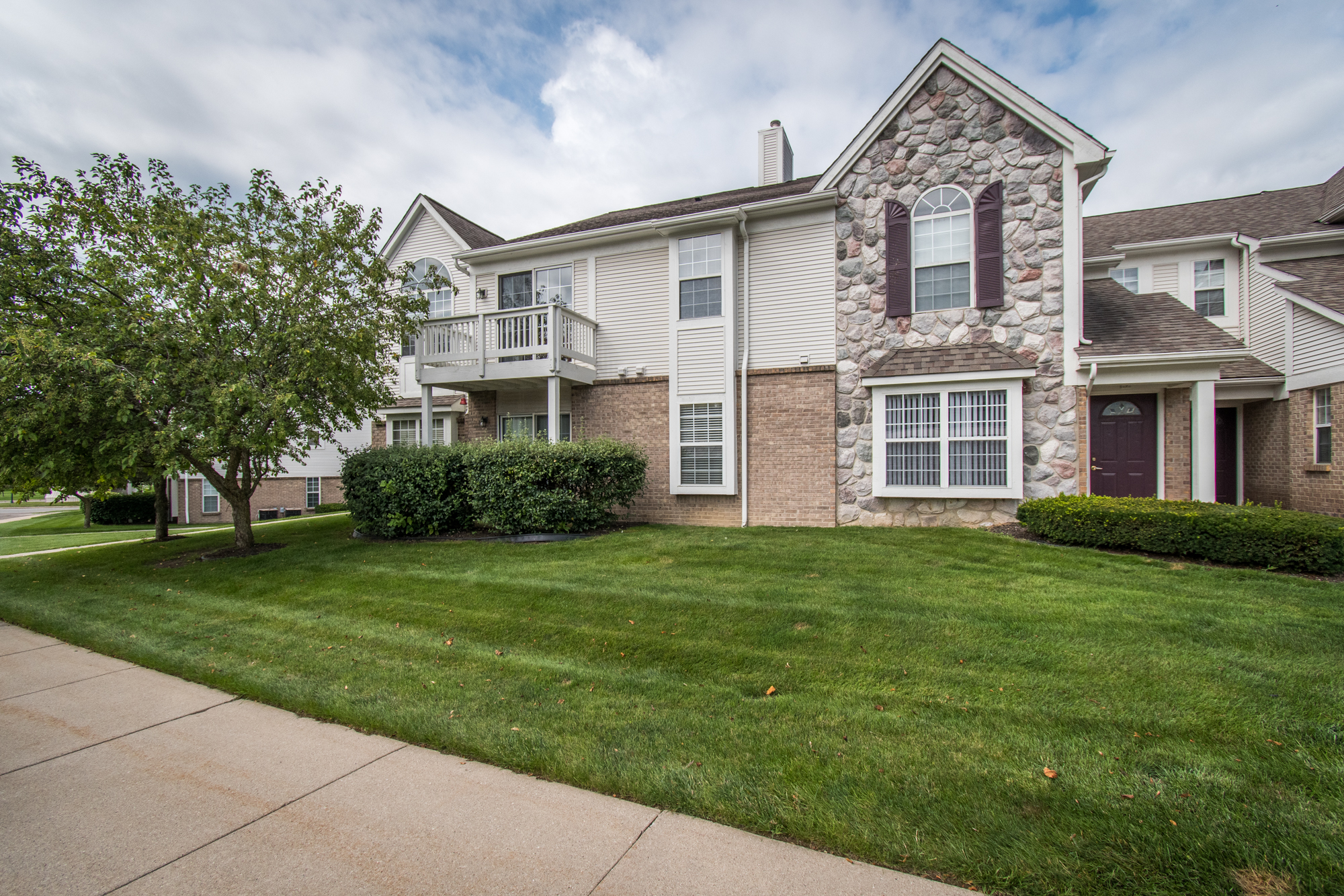 Oakbrooke, South Lyon- $150,000   DOM 3 / Sold for 97% of asking price / 3 Showings