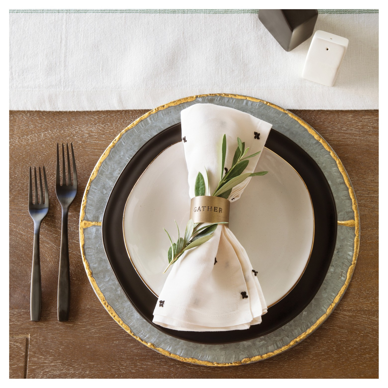 Napkin ring  - These dainty napkin rings are here just in time for thanksgiving. I love the little something special that these gold rings add to the table setting.