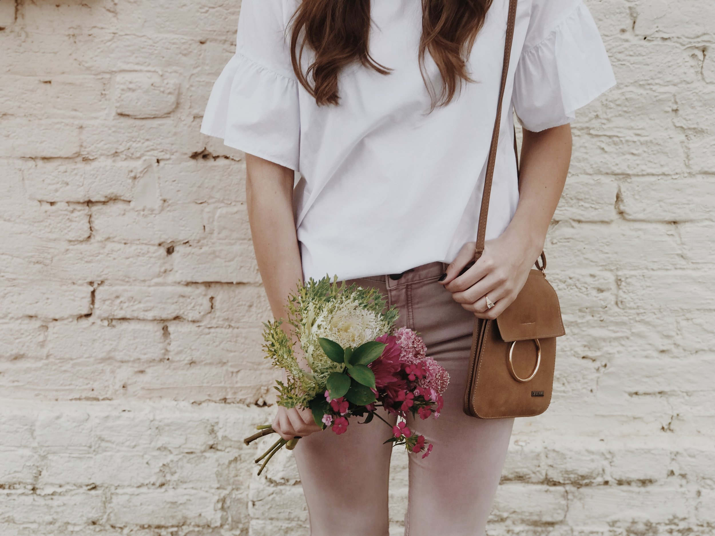 Soft & sweet  - Looking for a laid back look? Simply pair a simple clean top with a pretty light colored pant and minimal accessories for a casual day date.