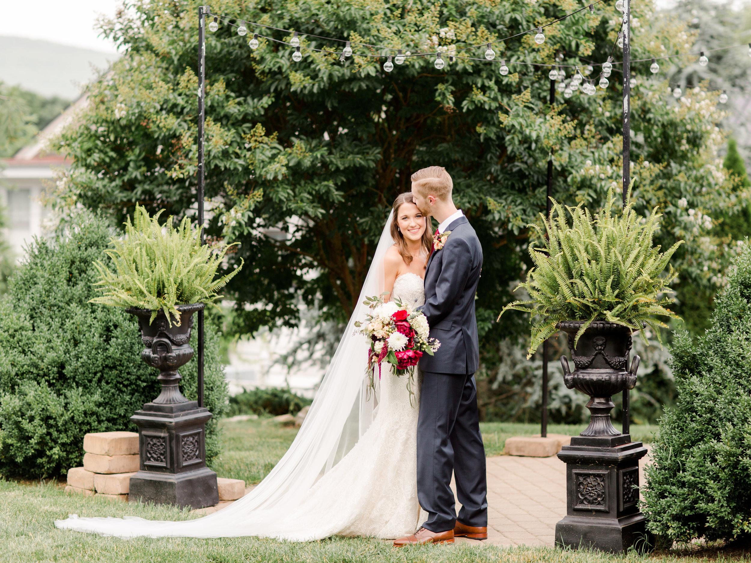 roanoke-virginia-wedding-photographer-plantation-on-sunnybrook-meredith-and-logan-899.jpg