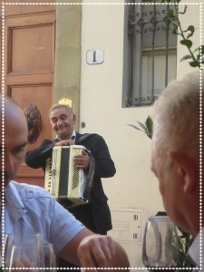 florence-accordian-street-performer