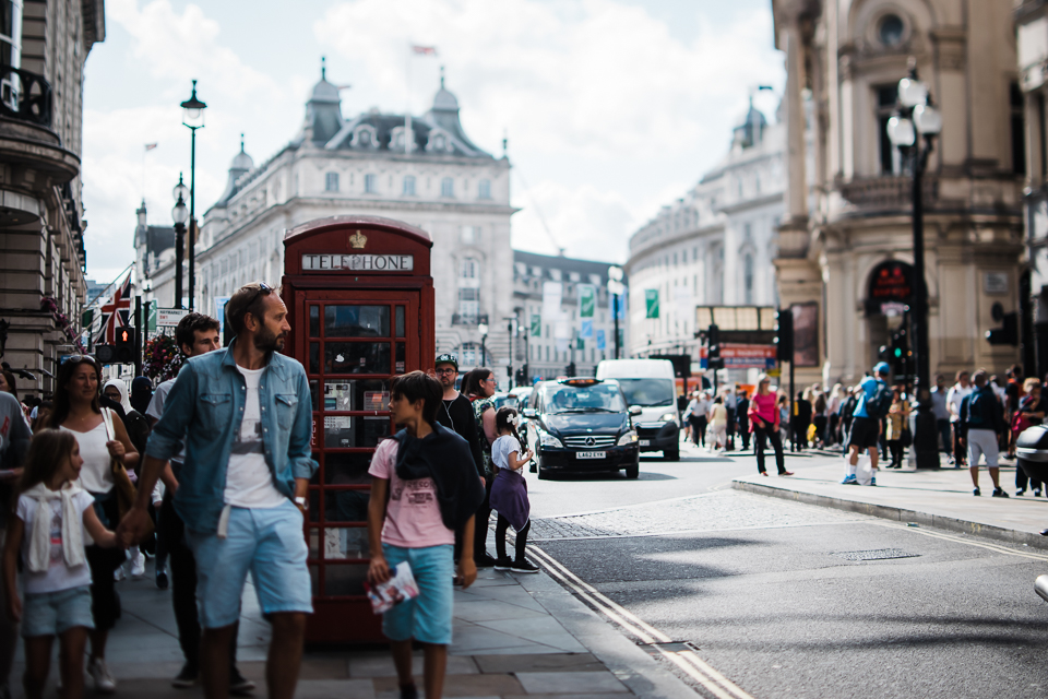 Diana Hagues Photography Freelensing summer adventures -  Picadilly Circus.jpg