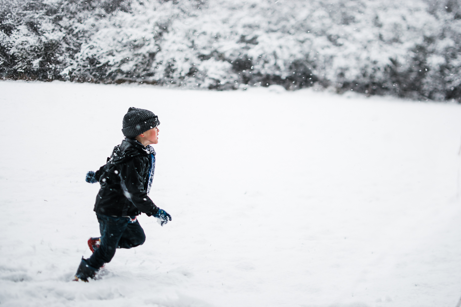 Boy running off in the snow - Diana Hagues - Winter photoshoot