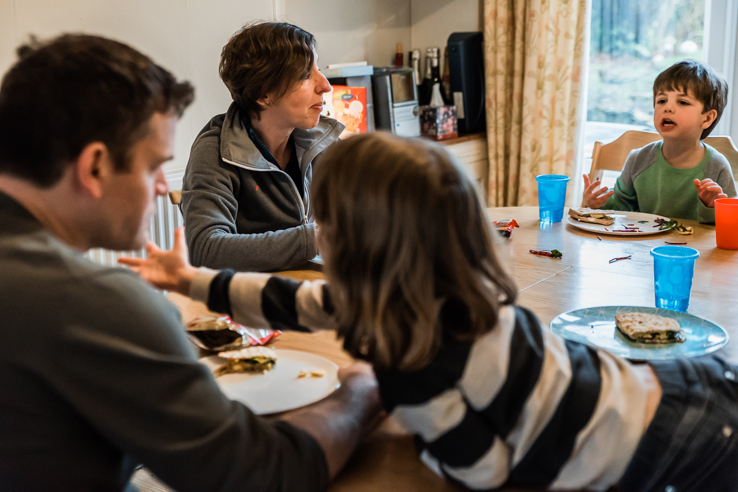 Copy of Conversations at the table during the family mealtime - Diana Ha