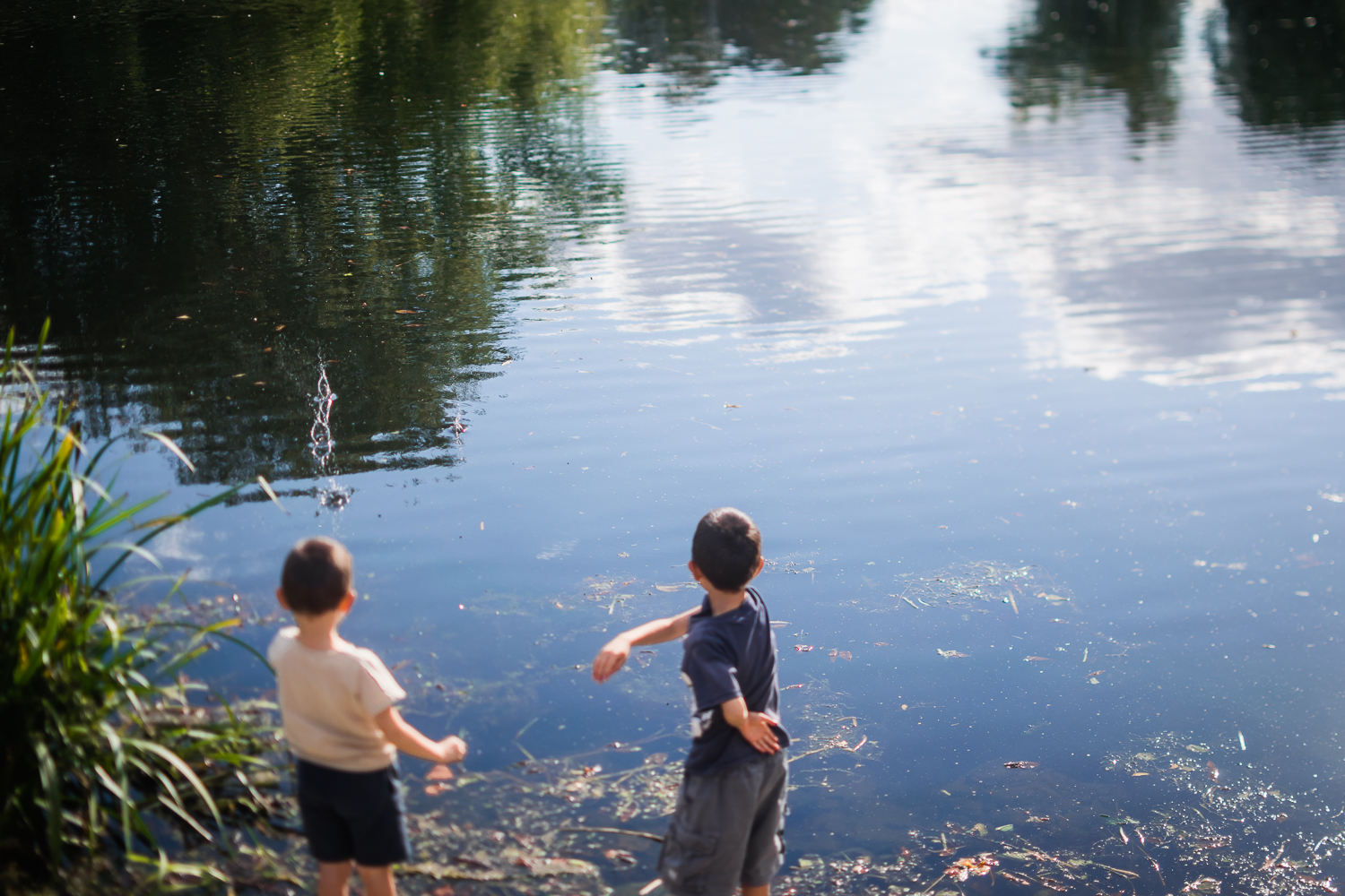 Freelensed photograph of two children throwing stones in the wat