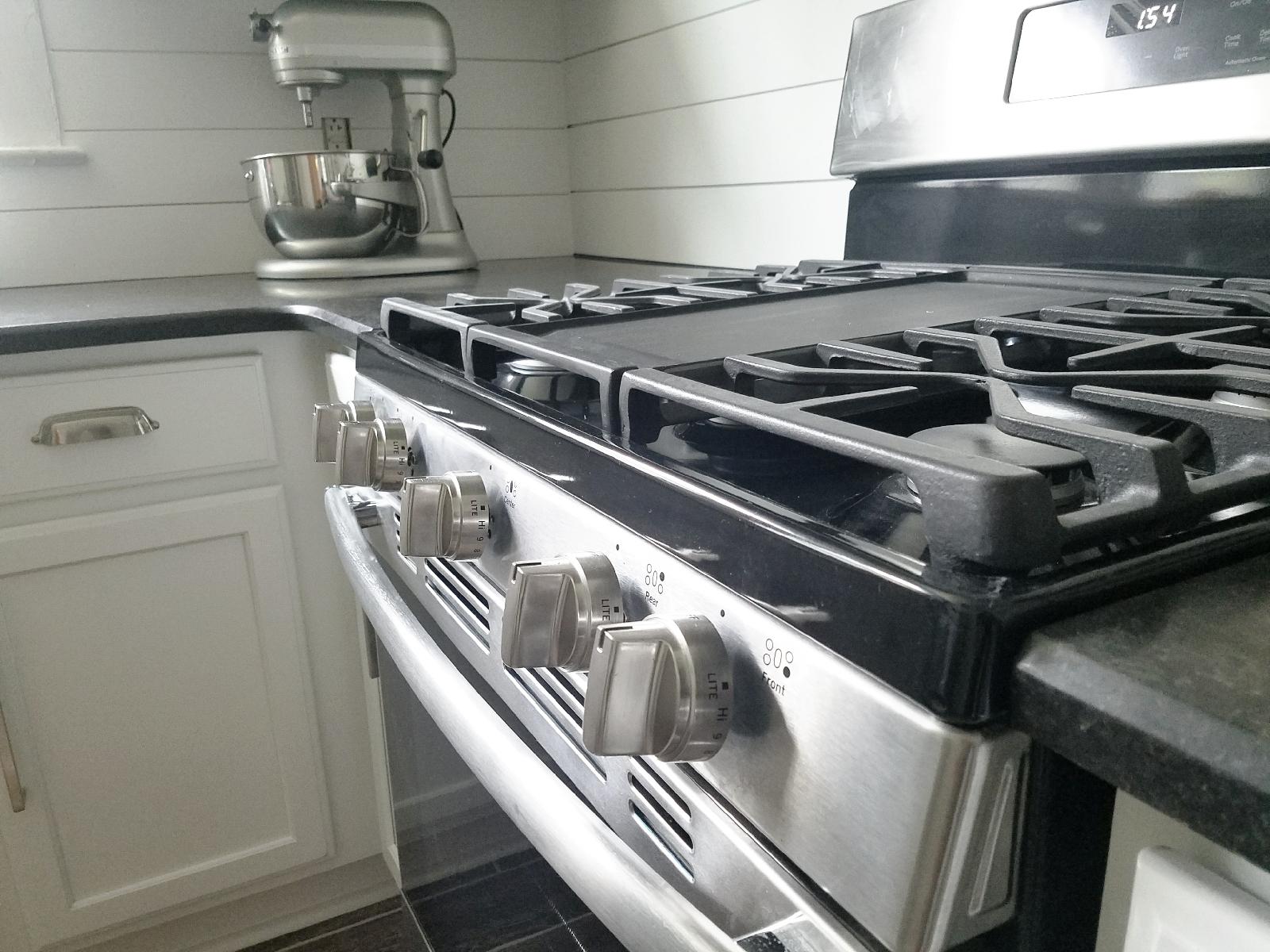Haymount Homes Greenland Drive gas stove.jpg