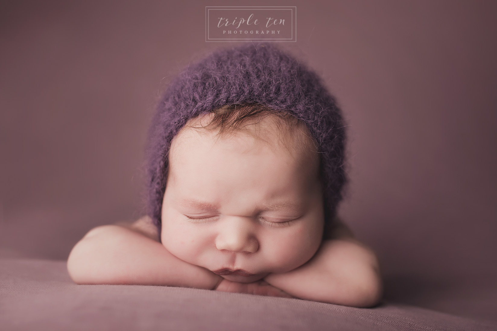 newborn photographer in red deer alberta.jpg