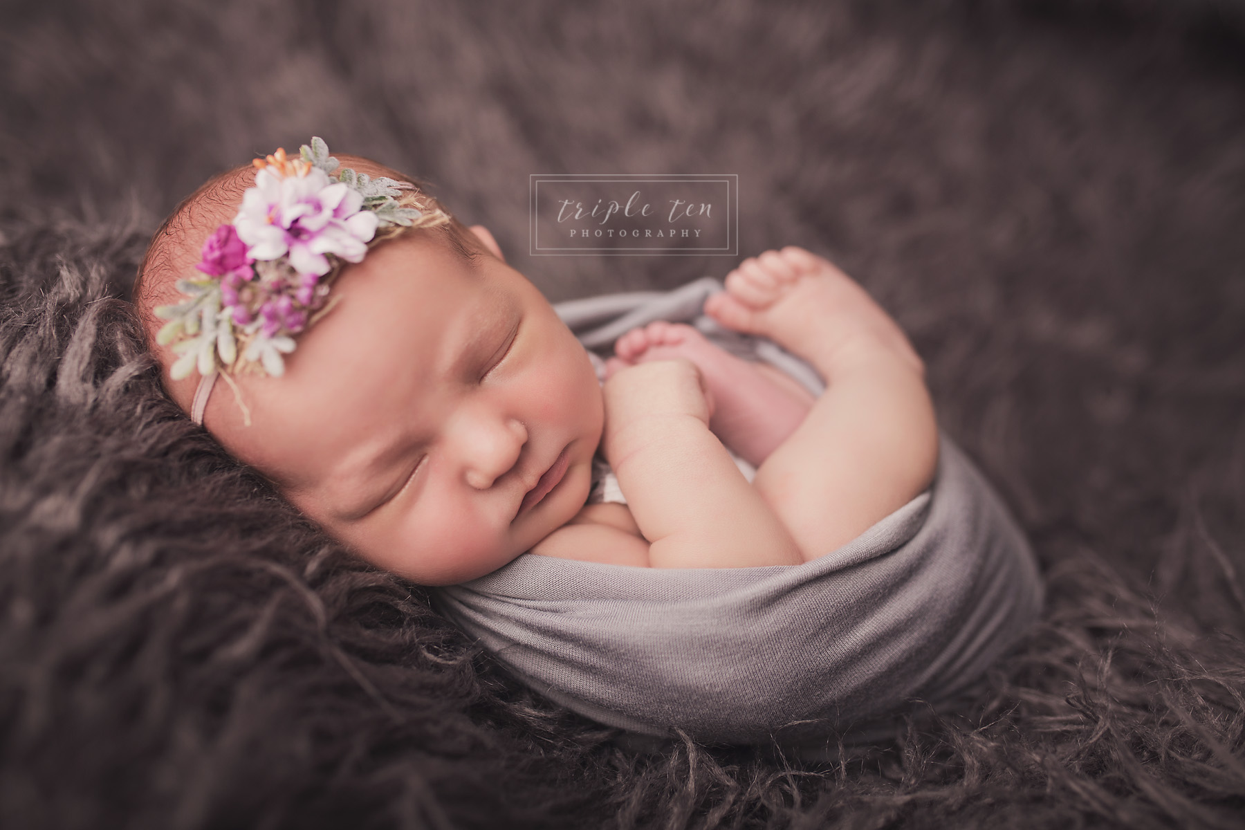 newborn photography in red deer alberta.jpg