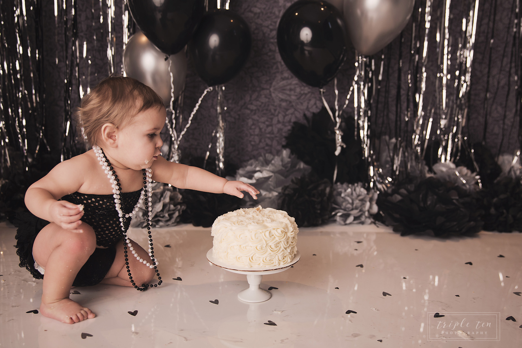 alberta cake smash first birthday photographer.jpg