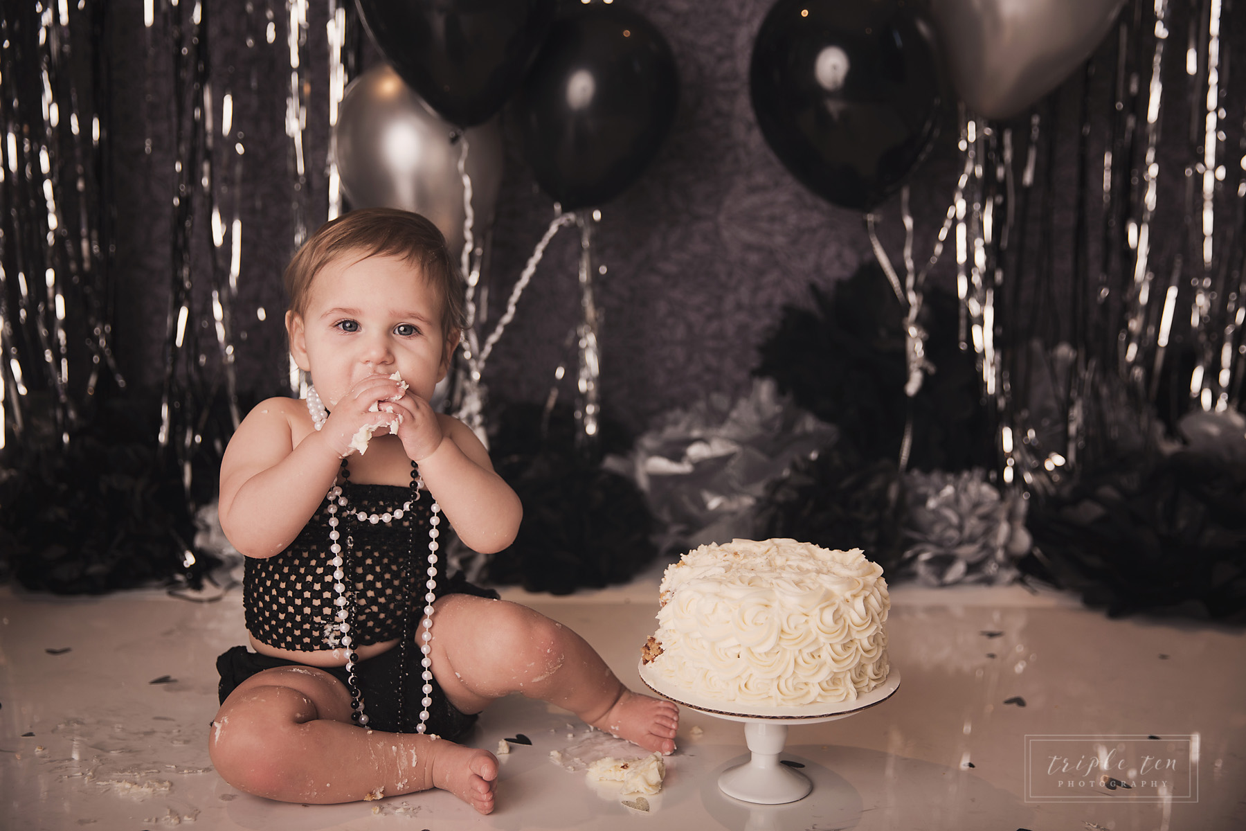 red deer family photography cake smash first birthday.jpg