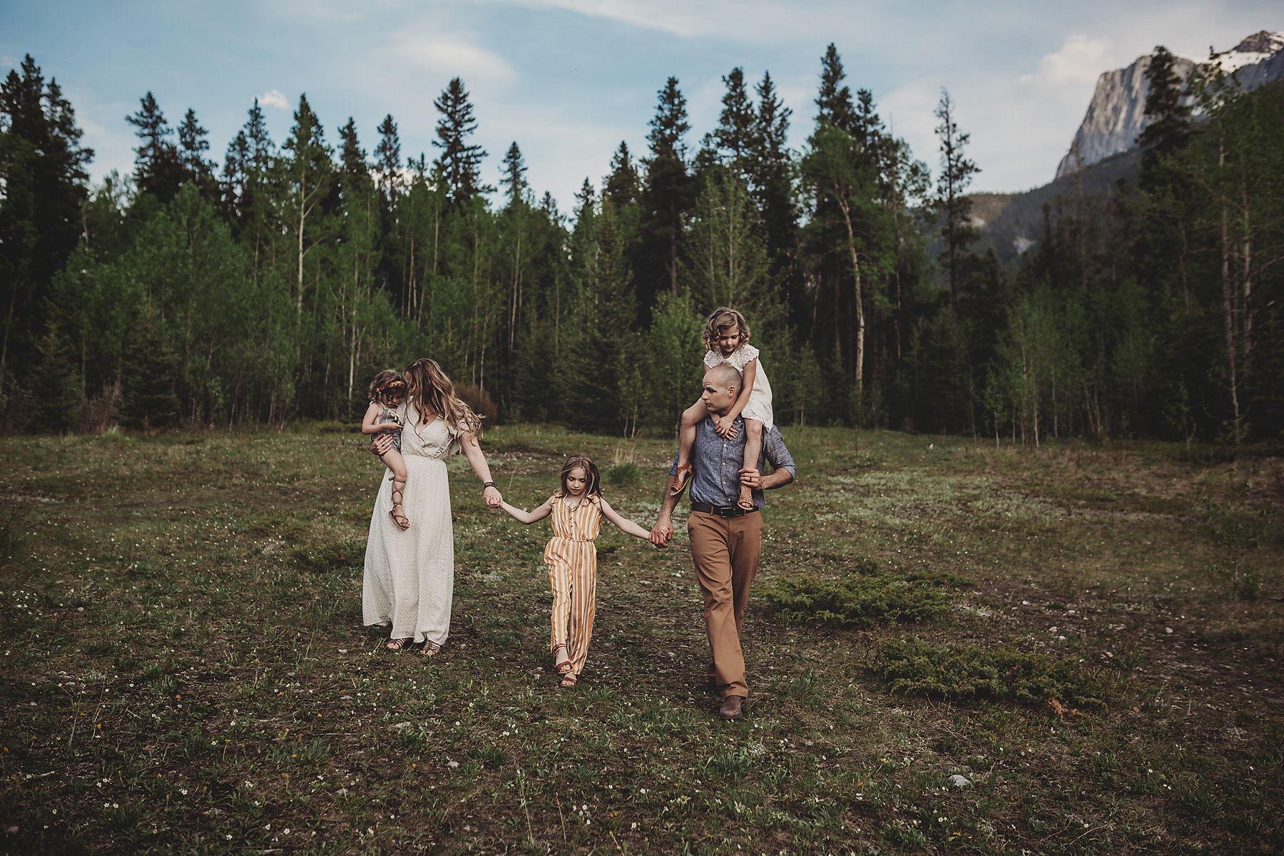 family photos in canmore alberta.jpg