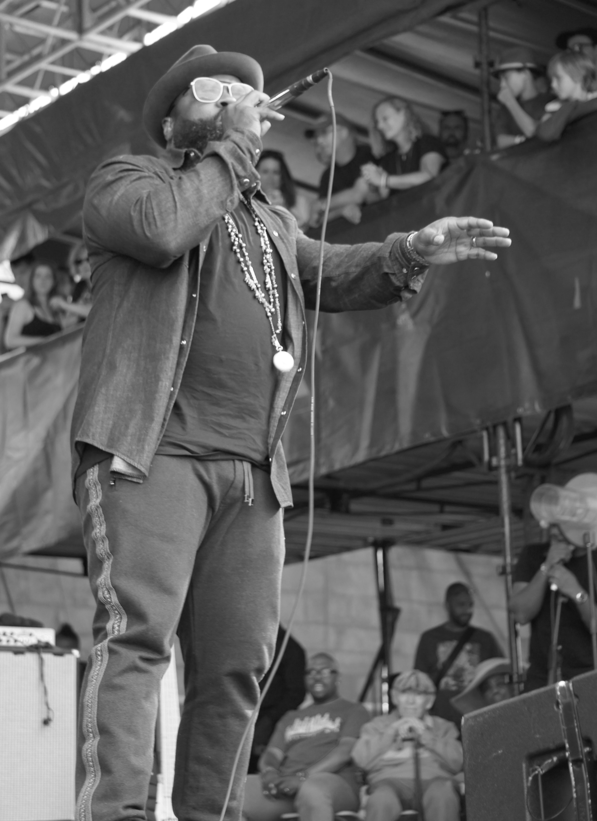 Black Thought gets the crowd hyped while Christian McBride and George Wein look on (photographer: Bridget Arnwine)