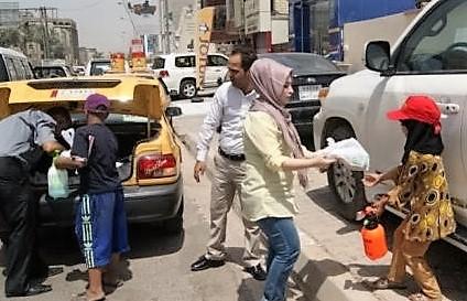 Delivering meals to street kids 2.jpg