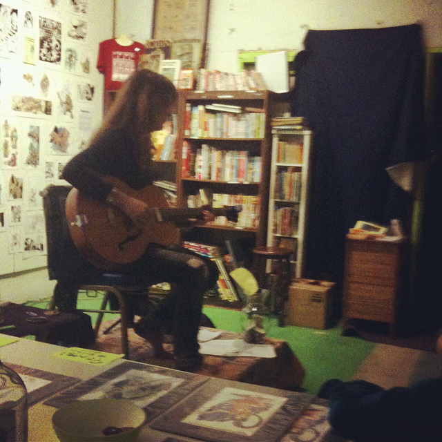 6MD1STEHRMOwCGMoCFPE_justine with guitar.jpg