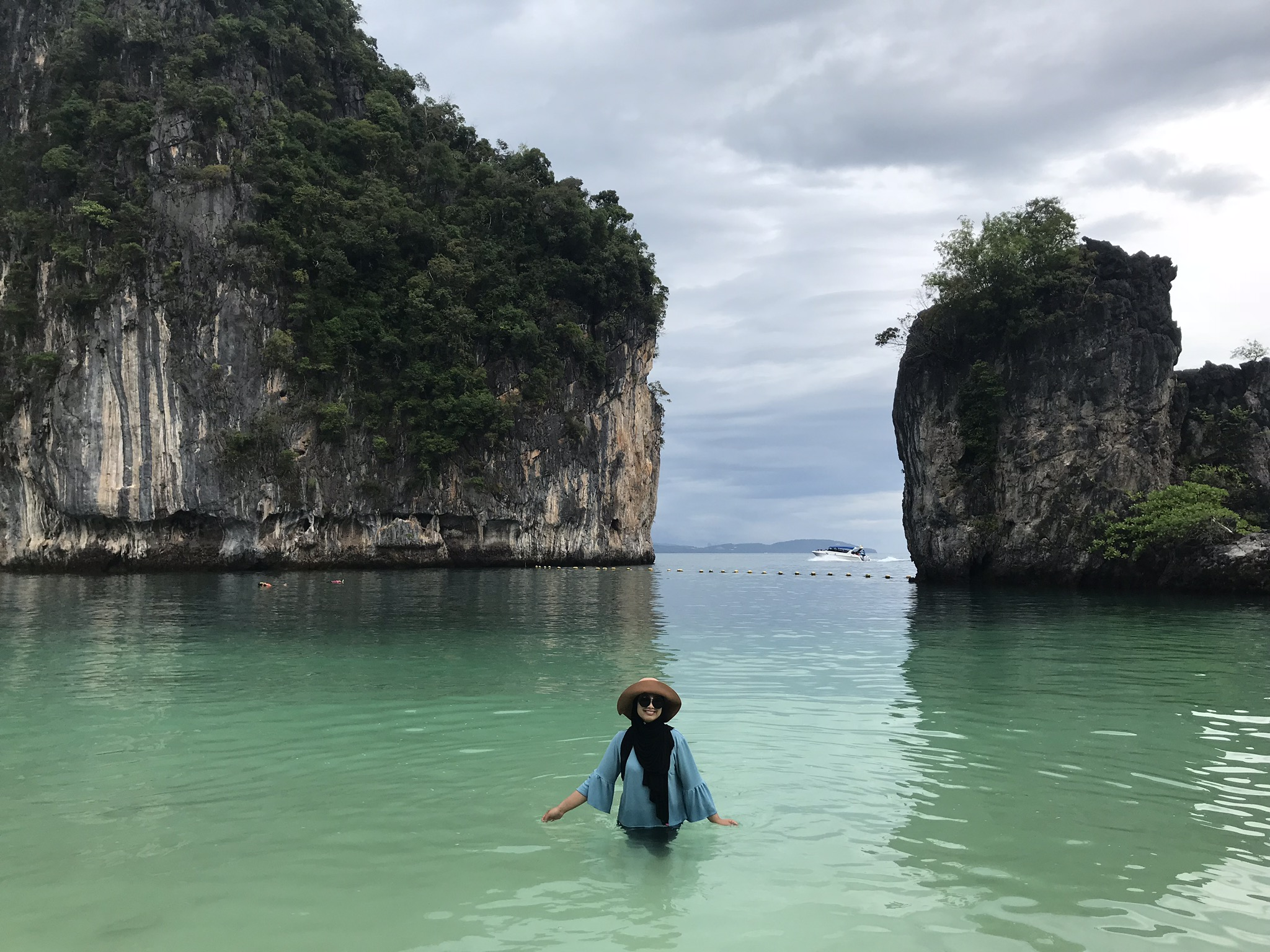 All smiles with my floppy hat because we had Hong Island to ourselves.
